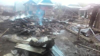4 Unit Rumah Panggung Warga Ngali Terbakar