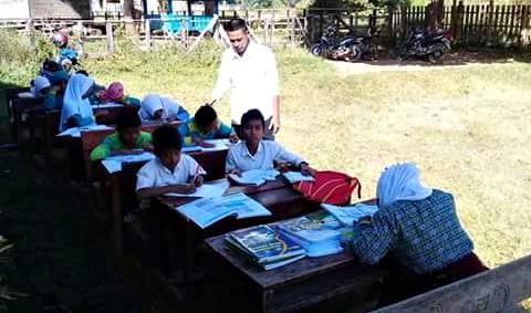 SDN Tambora Terdampak Gempa, Siswa Belajar di Luar Kelas