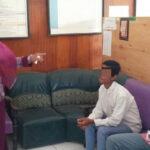 Asyik Rokok di Warung Saat Jam Belajar, 5 Pelajar di Bolo Terciduk Pol PP