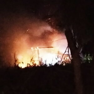 Rumah Panggung di Tato Jatiwangi Malam Ini Terbakar