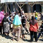 Warga Timu Gotong Royong Bangun Masjid, Ibu-Ibu Tak Mau Ketinggalan