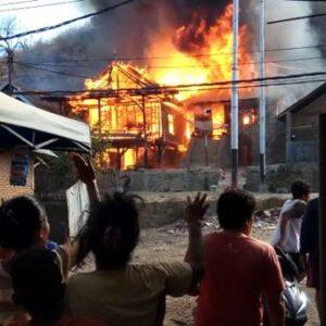 5 Rumah di Naru Barat Dilahap Api