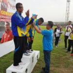 Wawali Bima Kalungkan Medali Emas Untuk Arif Rahman, Pelari 400 Meter