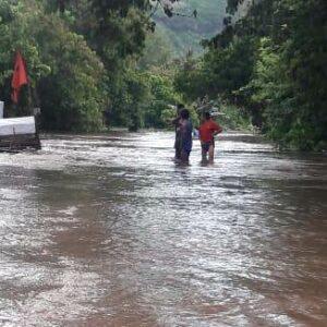 Banjir di Perbatasan Kilo-Sanggar, Lalu Lintas Lumpuh, Listrik Masih Padam