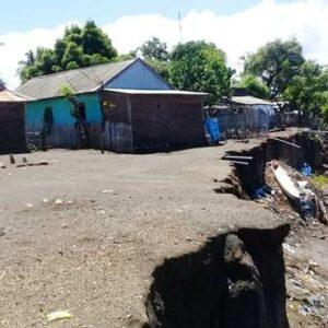 Tebing Sungai Tak Kunjung Diperbaiki, Kehidupan Warga Sangiang Terancam