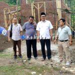 Ketua DPRD Tinjau Progres Pembangunan Rumah di Lahan Relokasi