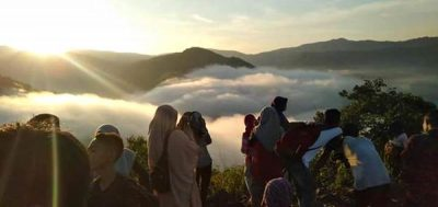 Menunggu Pagi di Lamoci, Hamparan Kabut Selimuti Desa Cenggu