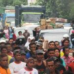 Jalan Diblokir Keluarga Korban Pembunuhan, Jalan Macet Sepanjang 5 Kilo