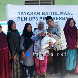 PLN UP3 Bima Bagi-Bagi Sembako Untuk Warga Miskin