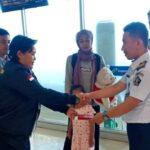 Kantor Imigrasi Bima Deportasi 2 WNA Asal Malaysia