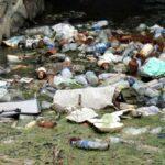 Selokan Depan Kantor Bupati Bima Dipenuhi Sampah dan Bau