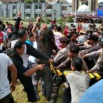 Massa Ngamuk di Kantor KPU Bima