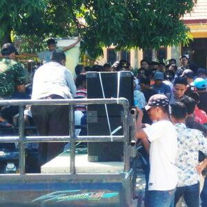 Demo PPK Madapangga, Simpatisan Caleg Gerindra Tuntut Buka Kotak Suara