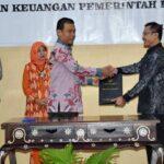 Wakil Walikota Terima LHP Dana Bantuan Parpol dari BPK NTB