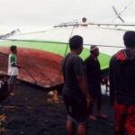 Kapal Rusak Karena Gelombang Tinggi, Nelayan di Sangiang Rugi Ratusan Juta