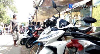 Berkah Ramadan, Omset Juru Parkir Pasar Sore Bolo Meningkat
