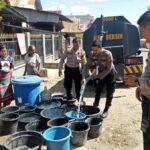 Polres Bima Salurkan Air Bersih untuk Warga Desa Kalampa