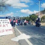 Protes Harga Garam Anjlok, Petani Bagi-bagi Garam Gratis