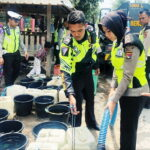 Polres Bima Bagikan Air Bersih di Desa Ragi