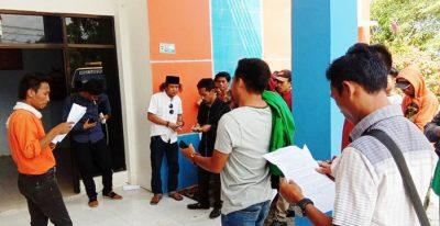 Tukang Pembangunan Rumah Relokasi Demonstrasi di Kantor BPBD, Tanyakan Soal Gaji