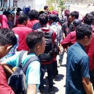 Peringati Sumpah Pemuda, BEM STKIP Tamsis Demonstrasi di Depan Kantor Bupati Bima