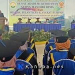 20 Wisudawati Akbid Surya Mandiri Bima Diwisuda dan Diambil Sumpah Kelulusan