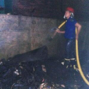 Satu Rumah di Kelurahan Sadia Ludes Terbakar