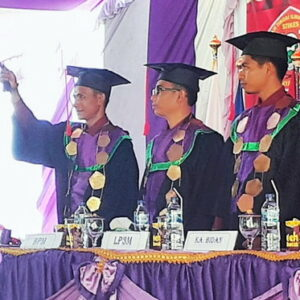 STIKES Yahya Bima Wisuda 45 Orang Mahasiswa Keperawatan dan Kebidanan