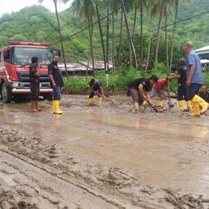 Banjir Gunung Terjang Jalur Batas Kota