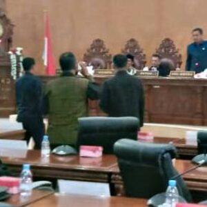 Ketua DPRD Kota Bima Dinilai Tidak Konsisten, 15 Wakil Rakyat Sampaikan Mosi Tidak Percaya
