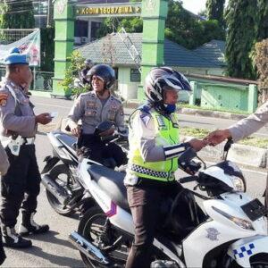 Polisi Razia Polisi, 10 Personil Langgar Aturan