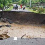 2 Jembatan di Kecamatan Soromandi Putus