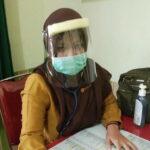 APD Terbatas, Petugas Medis Puskesmas Bolo Gunakan Mika Penganti Helm