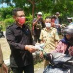 Wakil Ketua DPRD Syamsurih Bagikan Masker dan Logistik untuk Petugas di Posko Terpadu