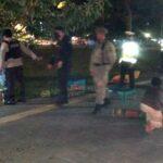 Pembatasan Jam Malam, Aparat Hentikan Aktivitas Masyarakat di Ruang Publik