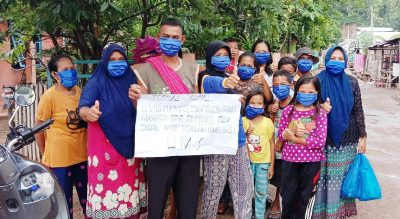 Anggota DPR RI H Muhammad Syafrudin Bagikan Masker untuk Warga Cenggu dan Belo