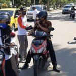 Bersama Lawan Covid-19, KPU Kota Bima Bagikan Masker Gratis