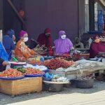 Tetap Jualan Meski Dilarang Pemdes Kananga, Pedagang: Kalau tidak Dagang Kami Makan Apa?