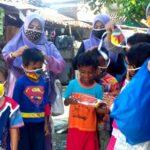 Datangi Siswa dan Orang Tua, SDN 24 Kota Bima Bagi-Bagi Masker