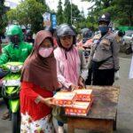 Operasi Keselamatan Gatarin, Polres Bima Kota Bagikan Nasi Kotak