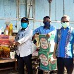 Pemdes Bajo Bagikan Sembako dan Masker untuk Warga Diisolasi 14 Hari