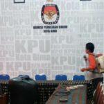 Cegah Corona, KPU Kota Bima Semprot Disinfektan