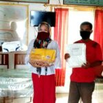 Optimalkan Pencegahan Corona, Pemdes Leu Berikan APD ke Bidan Desa