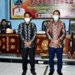 Walikota Bima Serahkan APD untuk RSUD dan PKM Paruga