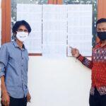 Biar Transparan, Lurah Sarae Tempel Data Penerima Bantuan Covid-19