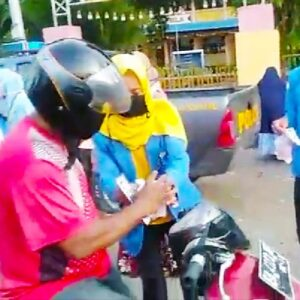 Peduli Kemanusiaan, PMII Bagikan Masker dan Takjil di Bolo