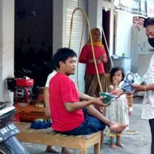 Terus Cegah Corona, Pemuda Penatoi Bagikan Masker dan Hand Sanitizer