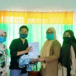 Lawan Covid-19, Gerakan Pemuda dan Mahasiswa Sangiang Bagikan APD ke Tenaga Medis