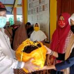 Peduli Kesehatan Siswa Selama Covid-19, Kepala SMPN 4 Bolo Bagikan Ratusan Masker