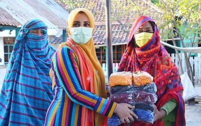Dekranasda Kota Bima Serahkan Bantuan Benang untuk Penenun